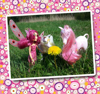 Mia-Puppe-im-Gras_Joline-Jane-5-Jahre_20140505